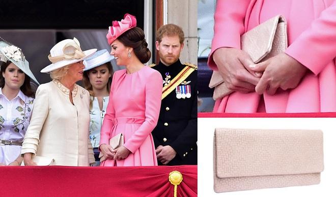 Suốt cả tháng 7, công nương Kate chỉ chuộng diện lại túi cũ từ năm ngoái - Ảnh 9.