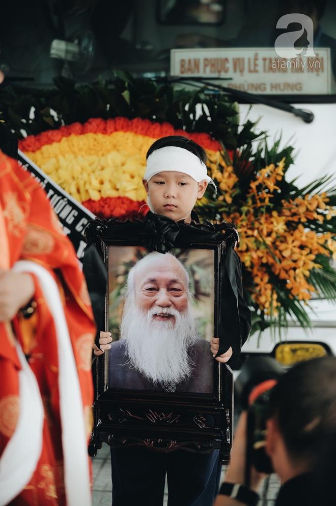 Những hình ảnh xúc động trong lễ tang nhà giáo Văn Như Cương - Ảnh 2.