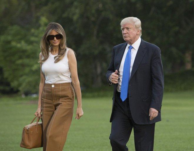 Loạt trang phục gây chú ý của bà Melania Trump: Bộ được khen nức nở, bộ lại bị chê không thương tiếc  - Ảnh 17.