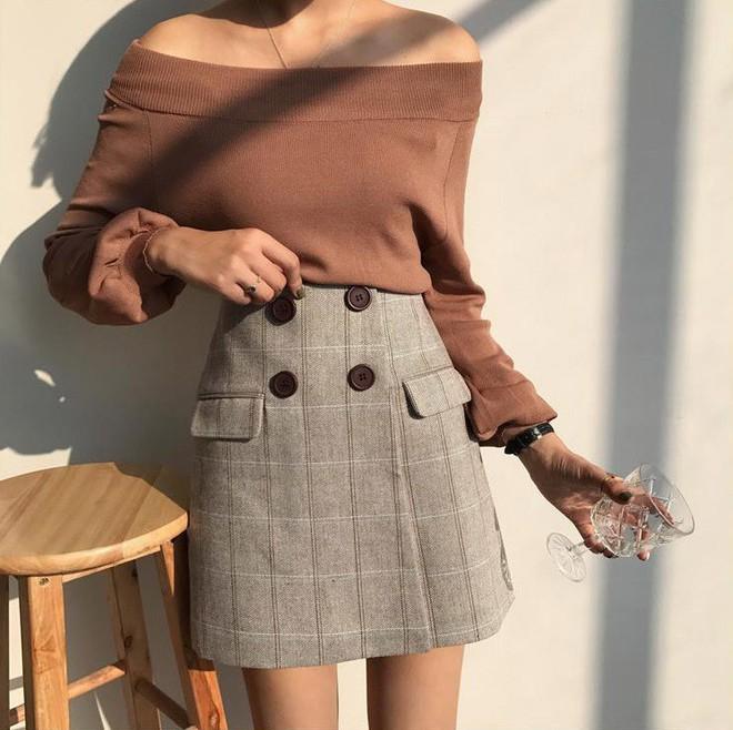 Trời se lạnh nhưng vân có nắng , còn gì hợp hơn là diện áo len trễ vai - Ảnh 13.