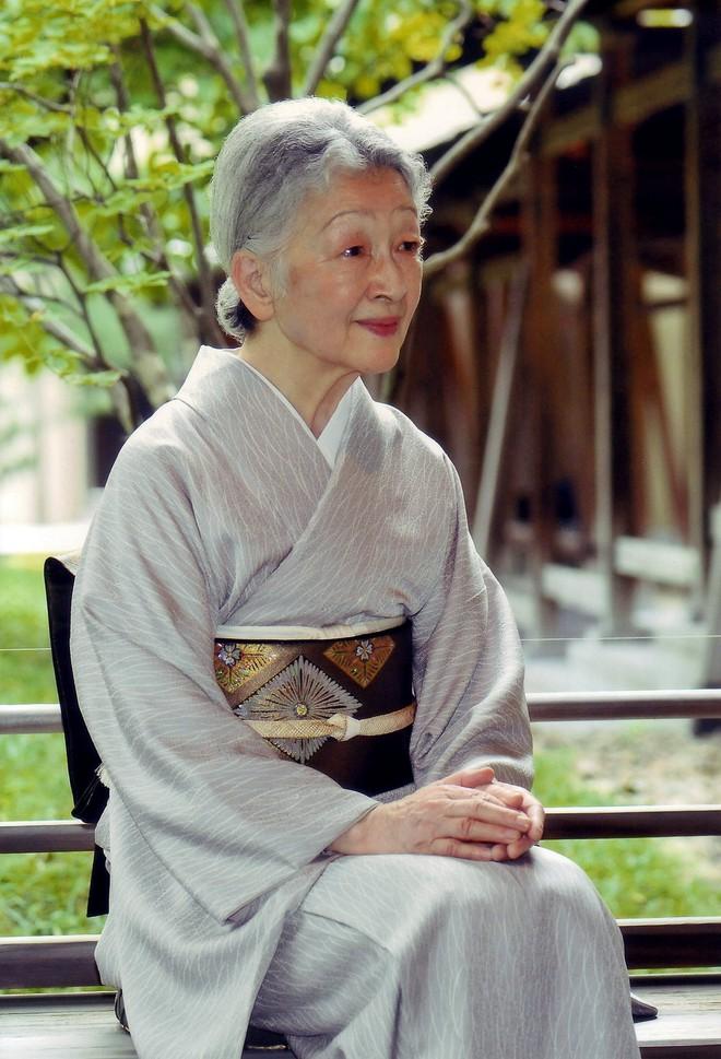 Hoàng hậu có xuất thân thường dân đầu tiên trong lịch sử Nhật Bản và câu chuyện làm dâu hoàng gia hà khắc - Ảnh 1.