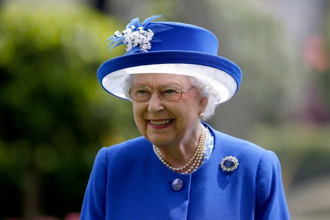 Phong cách chói chang là vậy, nhưng hóa ra Nữ hoàng Anh chỉ trung thành với những thương hiệu này - Ảnh 11.