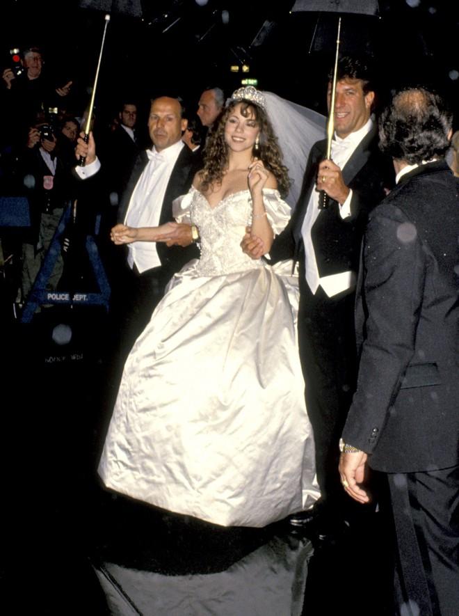 Mãn nhãn với những thiết kế váy cưới nổi tiếng nhất mọi thời đại - Ảnh 15.
