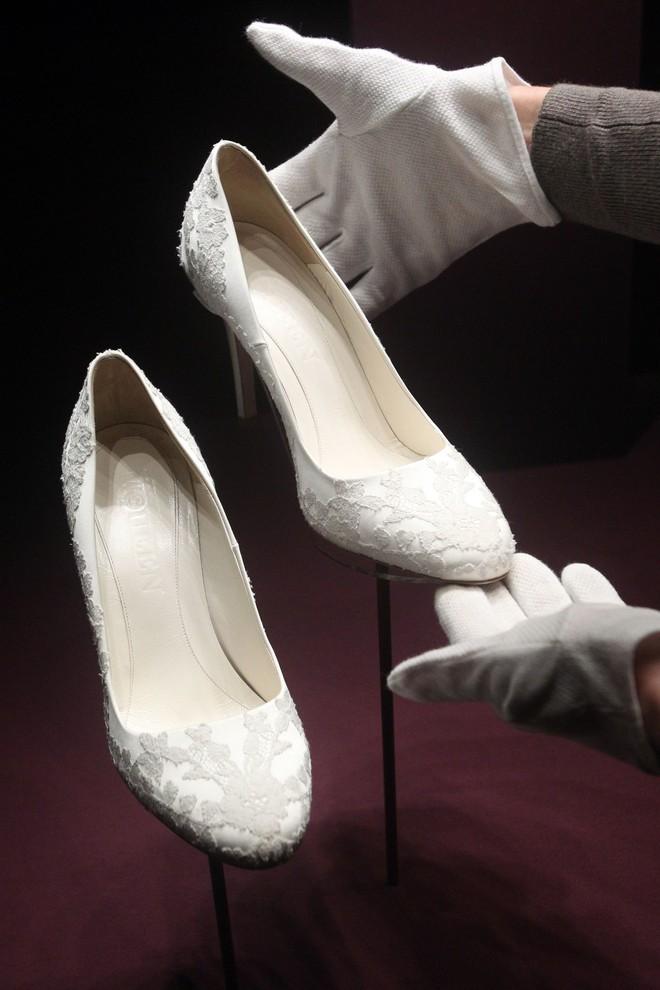 10 điều bí mật làm nên sức hút vượt trời gian của mẫu váy cưới mà Công nương Kate mặc  - Ảnh 14.