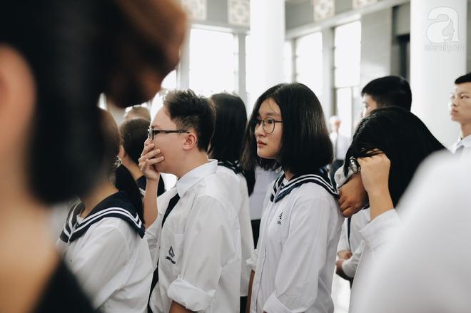 Những hình ảnh xúc động trong lễ tang nhà giáo Văn Như Cương - Ảnh 9.