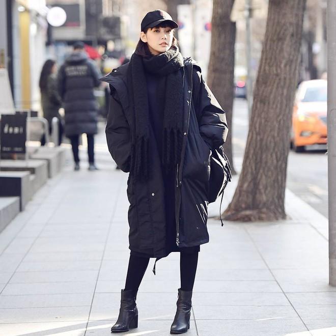 Cứ đến mùa lạnh là 7 mẫu áo khoác ấm áp này lại được các cô nàng thi nhau chưng diện - Ảnh 10.