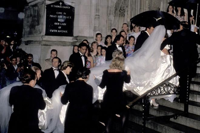 Mãn nhãn với những thiết kế váy cưới nổi tiếng nhất mọi thời đại - Ảnh 16.