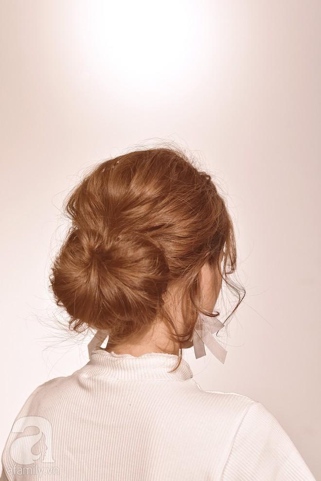 Tóc uốn xoăn cứ bồng bềnh dễ tạo kiểu như thế này, tóc thẳng dễ xẹp đọ sao được - Ảnh 11.