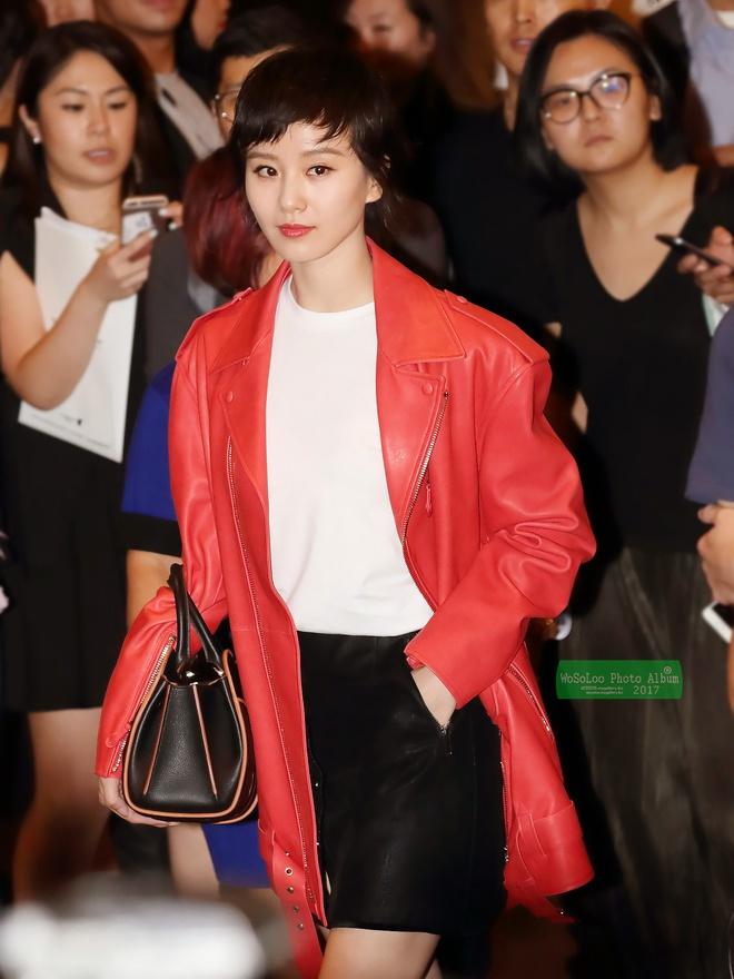 Cứ sang thu là 5 mẫu áo khoác quen thuộc này lại được loạt người đẹp Hoa ngữ lăng xê nhiệt tình - Ảnh 12.