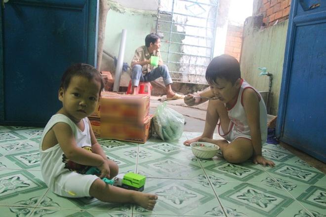Ông ngoại của 6 đứa trẻ bị nhốt trong nhà, trần truồng gào khóc dưới mưa: Tôi không dám nhận tiền giúp đỡ của ai - Ảnh 7.