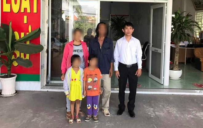 Hai bé song sinh 6 tuổi nghi bị hàng xóm dâm ô: Đã có quyết định khởi tố vụ án - Ảnh 5.