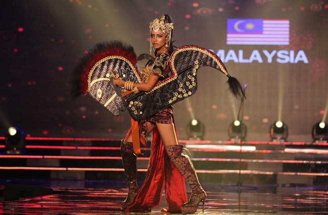 Á hậu Huyền My mặc áo dài nặng 30kg đẹp nổi bật lấn át dàn thí sinh trong đêm thi trang phục dân tộc - ảnh 13