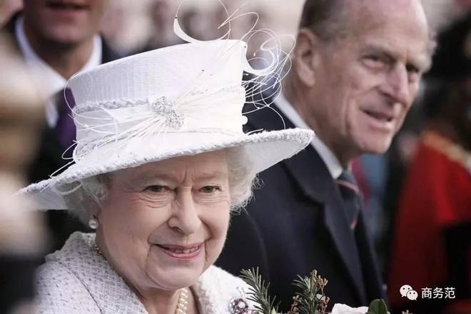 Phong cách chói chang là vậy, nhưng hóa ra Nữ hoàng Anh chỉ trung thành với những thương hiệu này - Ảnh 12.