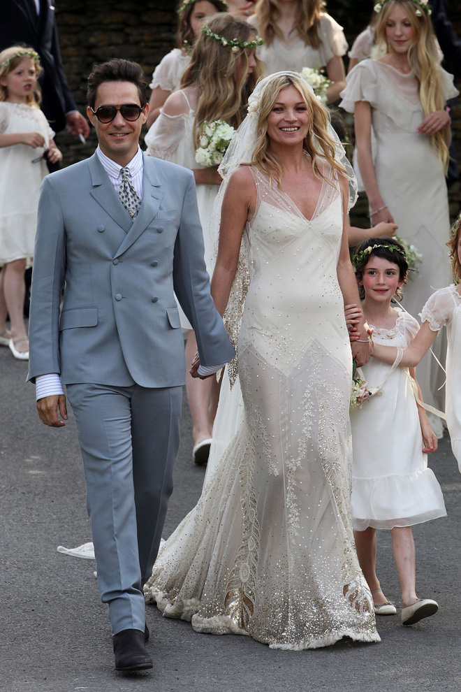 Mãn nhãn với những thiết kế váy cưới nổi tiếng nhất mọi thời đại - Ảnh 17.