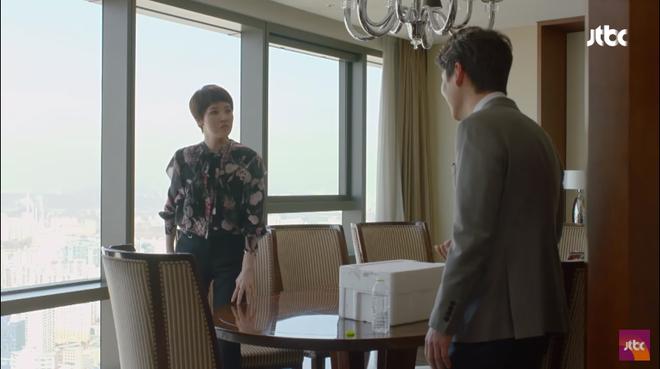 Vừa ly dị chồng, Kim Hee Sun đã vội cặp kè chàng luật sư đẹp trai - Ảnh 7.
