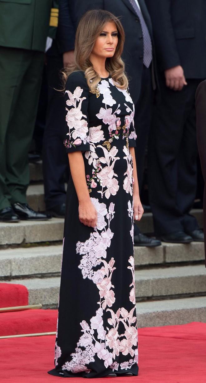 Phu nhân Melania Trump chịu chi hơn 1 tỷ cho váy áo trong chuyến công du 3 nước châu Á - Ảnh 24.