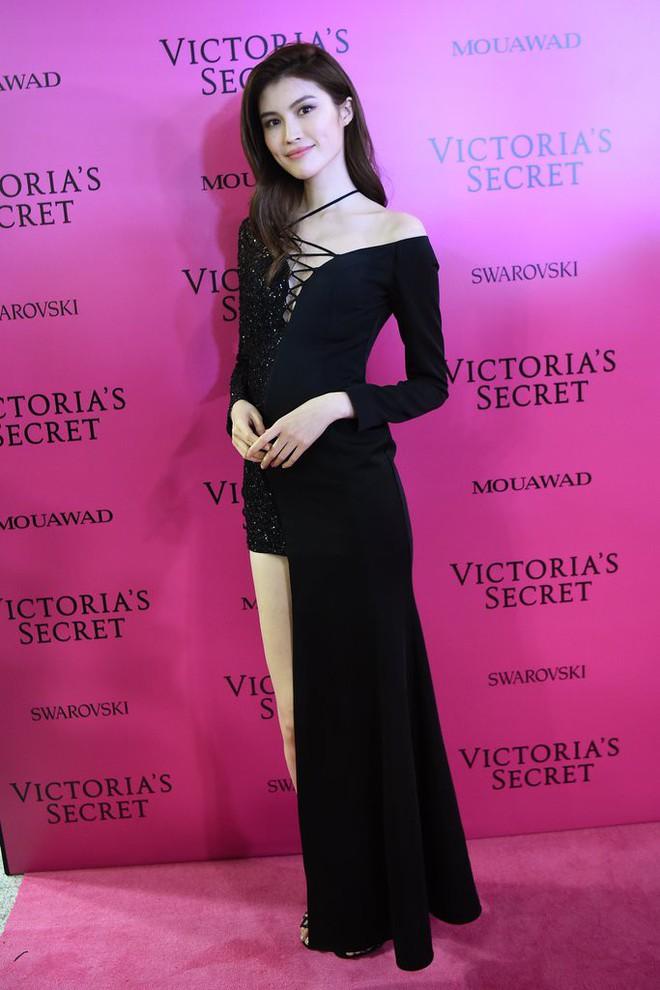 Mỹ nhân Tình người duyên ma khoe thân hình đồng hồ cát trên thảm hồng Victoria's Secret 2017 - Ảnh 13.