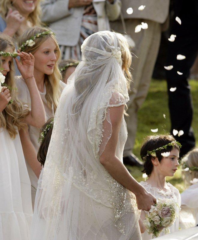 Mãn nhãn với những thiết kế váy cưới nổi tiếng nhất mọi thời đại - Ảnh 18.