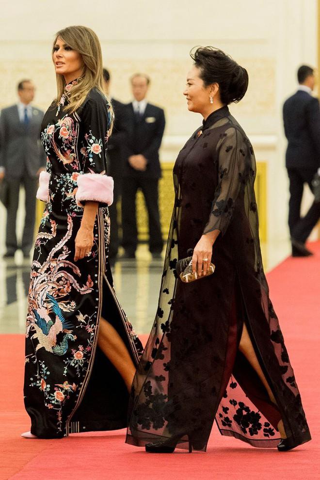 Phu nhân Melania Trump chịu chi hơn 1 tỷ cho váy áo trong chuyến công du 3 nước châu Á - Ảnh 25.