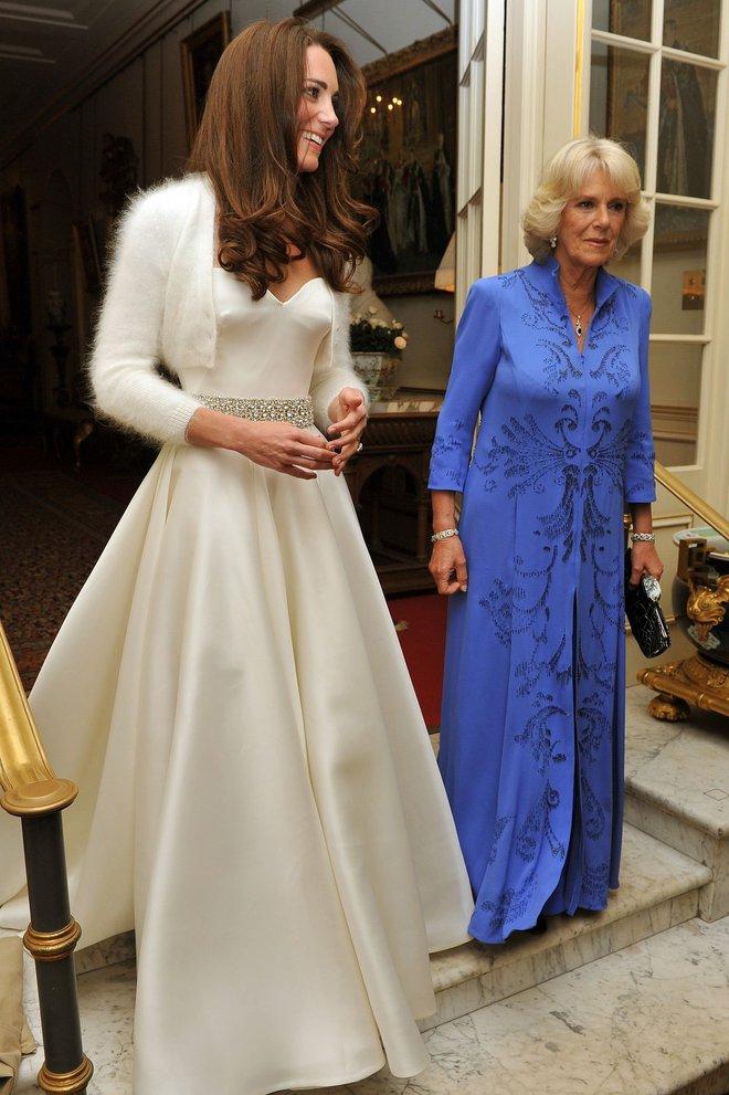 10 điều bí mật làm nên sức hút vượt trời gian của mẫu váy cưới mà Công nương Kate mặc  - Ảnh 15.