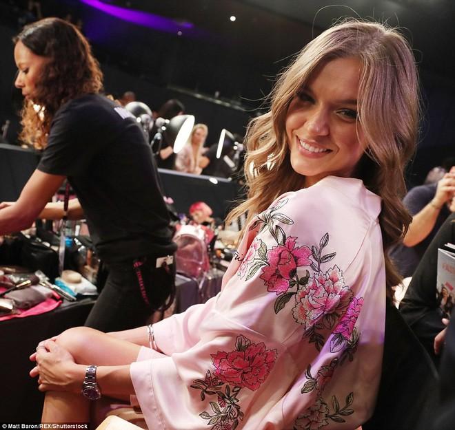 Tận tối mới diễn, nhưng giờ các thiên thần Victorias Secret đã bắt đầu trang điểm, làm tóc - Ảnh 20.
