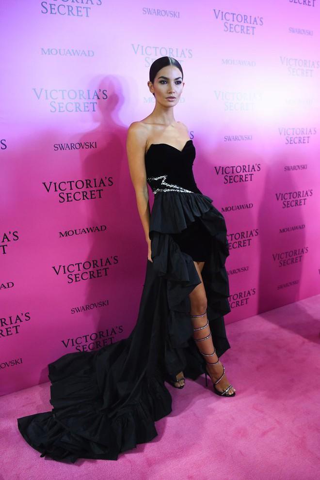 Mỹ nhân Tình người duyên ma khoe thân hình đồng hồ cát trên thảm hồng Victoria's Secret 2017 - Ảnh 7.