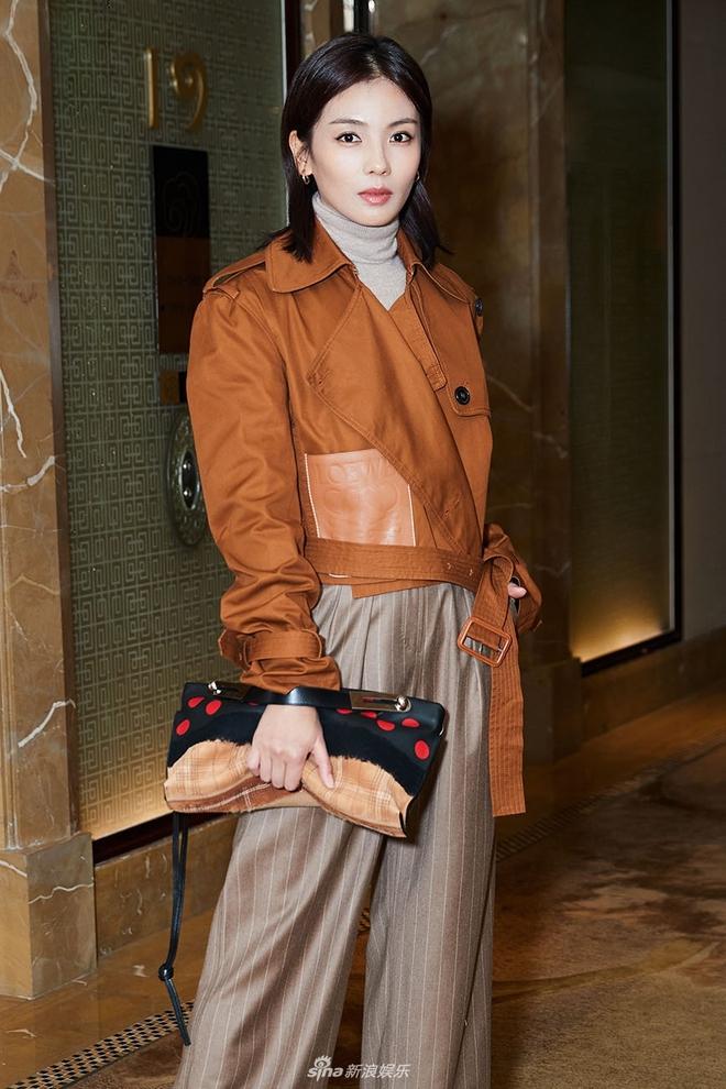 Cứ sang thu là 5 mẫu áo khoác quen thuộc này lại được loạt người đẹp Hoa ngữ lăng xê nhiệt tình - Ảnh 13.