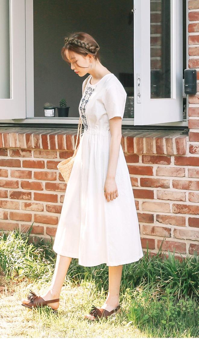 Bên cạnh váy hoa, thì vẫn còn 5 mẫu váy để các nàng diện vừa đẹp vừa mát hè này - Ảnh 12.