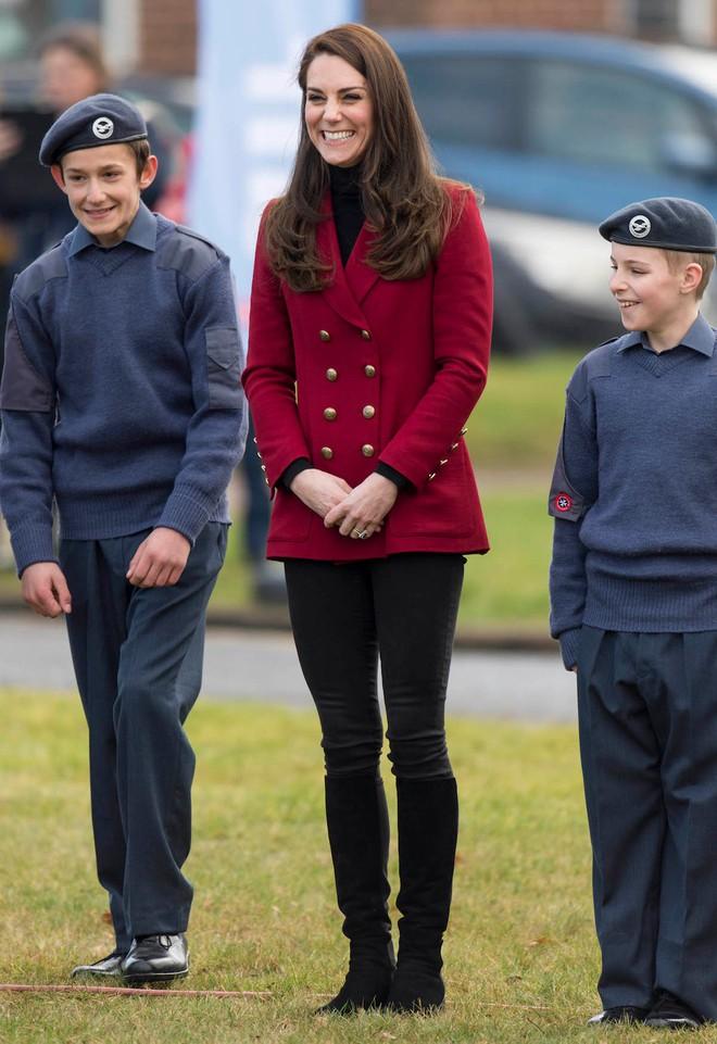 Trong các nhân vật Hoàng Gia liệu có ai có phong cách bình dân, gần gũi như Công nương Kate - Ảnh 13.
