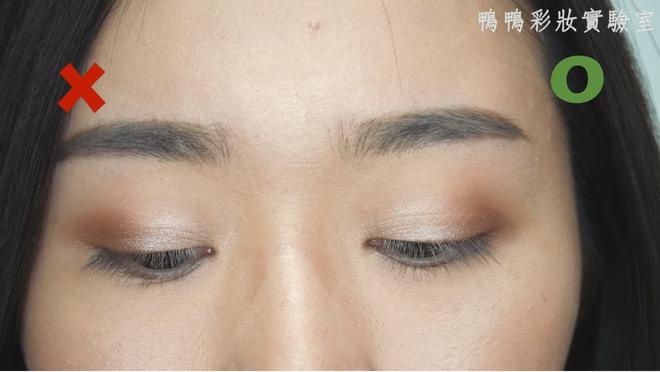 Chuyên gia makeup chỉ ra những lỗi khi trang điểm mắt mà các nàng thường mắc phải - Ảnh 14.