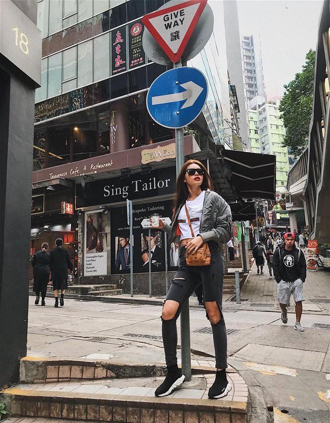 Thu Thủy khoe street style trẻ trung, Kỳ Duyên khác lạ với đôi chân nhìn như dài cả mét - Ảnh 14.