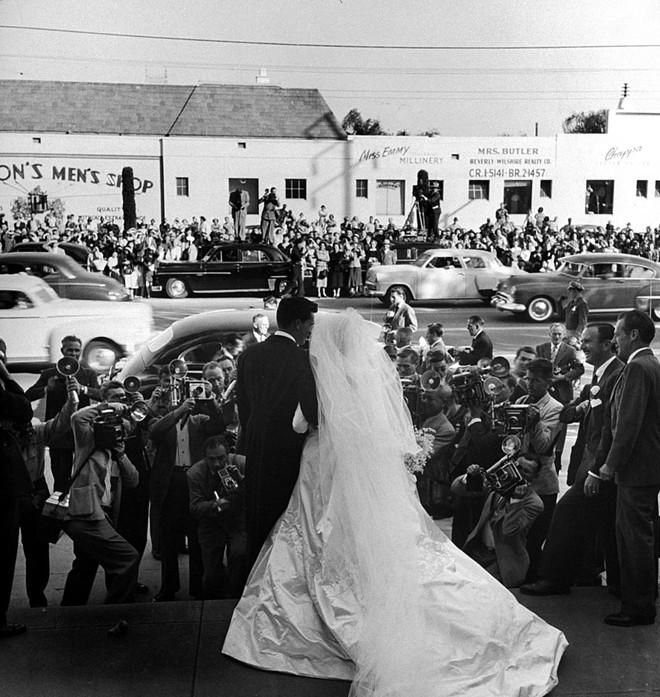 Mãn nhãn với những thiết kế váy cưới nổi tiếng nhất mọi thời đại - Ảnh 22.