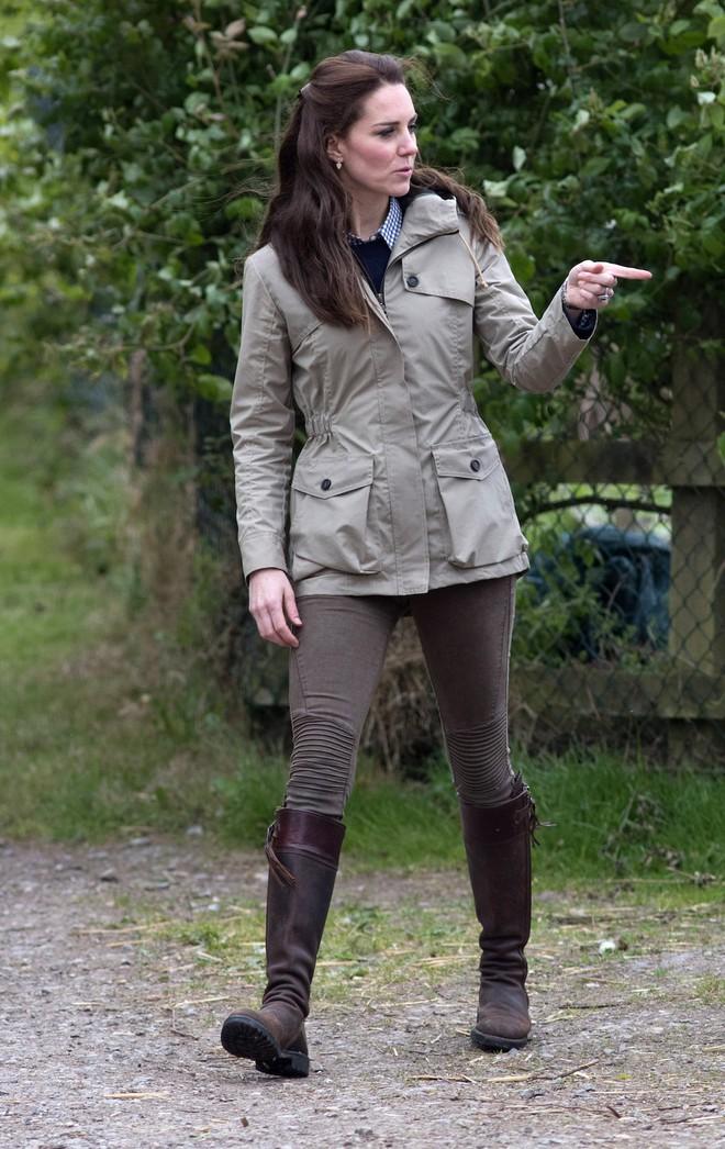 Trong các nhân vật Hoàng Gia liệu có ai có phong cách bình dân, gần gũi như Công nương Kate - Ảnh 14.