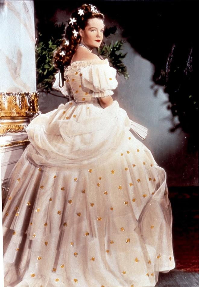 Nữ hoàng xinh đẹp nhất thế giới và chuyện làm đẹp ly kỳ: đắp mặt bằng thịt tươi, gội đầu bằng rượu, đi bộ 10 tiếng mỗi ngày - Ảnh 8.