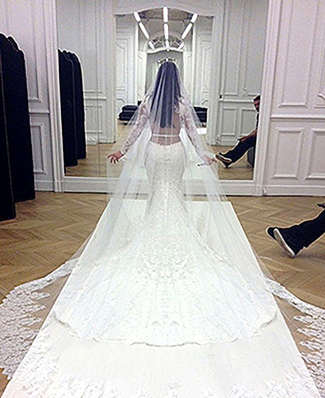 Mãn nhãn với những thiết kế váy cưới nổi tiếng nhất mọi thời đại - Ảnh 6.