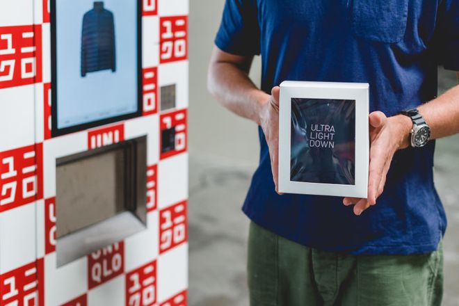 Không phải xếp hàng dài chờ thanh toán, Uniqlo giờ đây đã có máy bán quần áo tự động  - Ảnh 3.