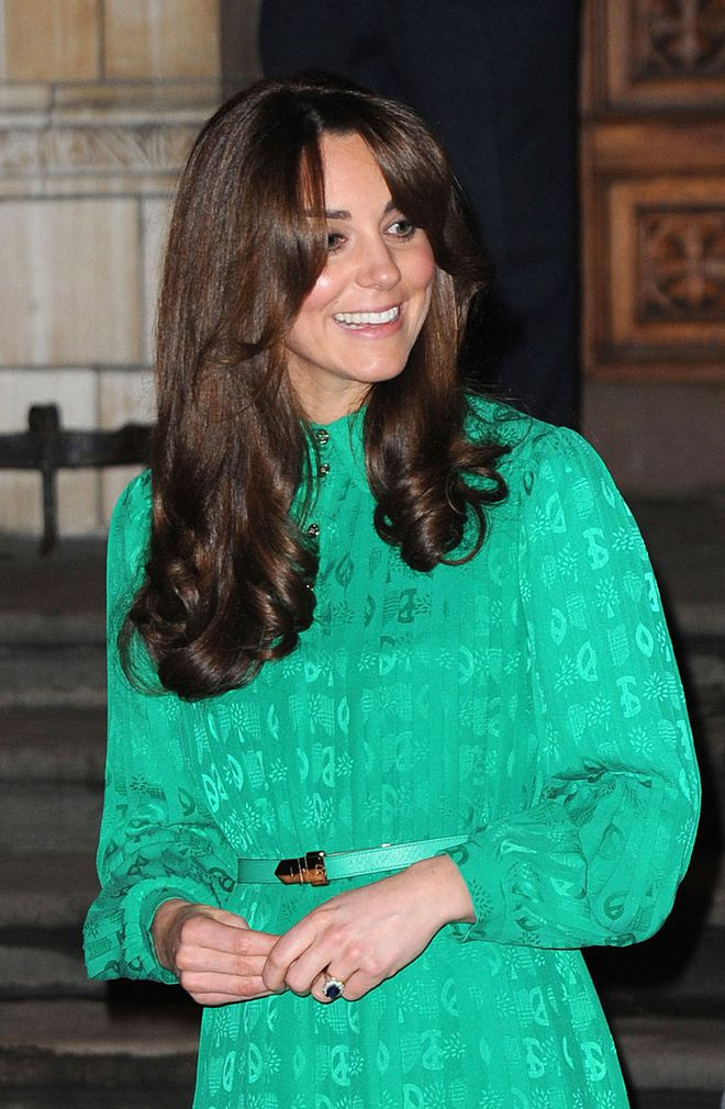 Đây là cách tinh tế công nương Kate vẫn dùng để giấu chuyện bầu bí trước ngày hoàng đạo được công bố chính thức - Ảnh 7.