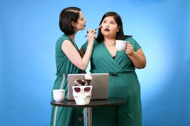 2 cô nàng béo và gầy này sẽ cùng mặc thử 1 mẫu trang phục để xem liệu ai sẽ mặc đẹp hơn - Ảnh 14.