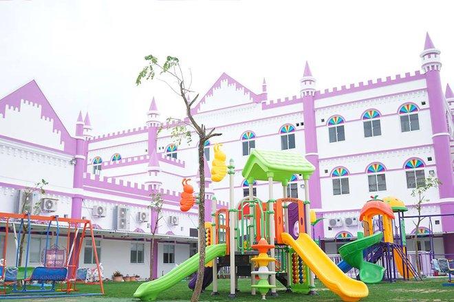 Choáng ngợp trước ngôi trường mầm non màu hồng tím trông như tòa lâu đài cổ tích - Ảnh 12.