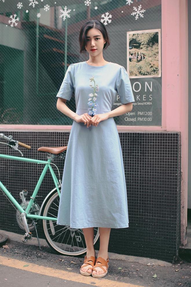 Bên cạnh váy hoa, thì vẫn còn 5 mẫu váy để các nàng diện vừa đẹp vừa mát hè này - Ảnh 17.