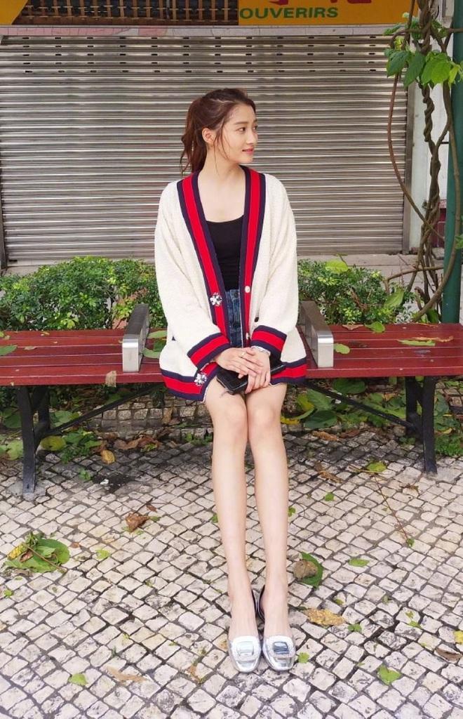 Cứ sang thu là 5 mẫu áo khoác quen thuộc này lại được loạt người đẹp Hoa ngữ lăng xê nhiệt tình - Ảnh 17.