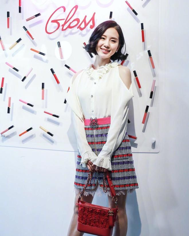 Túi mới của Chanel: Chưa ra mắt được bao lâu đã làm mưa làm gió tủ đồ của loạt sao Hoa ngữ - Ảnh 8.
