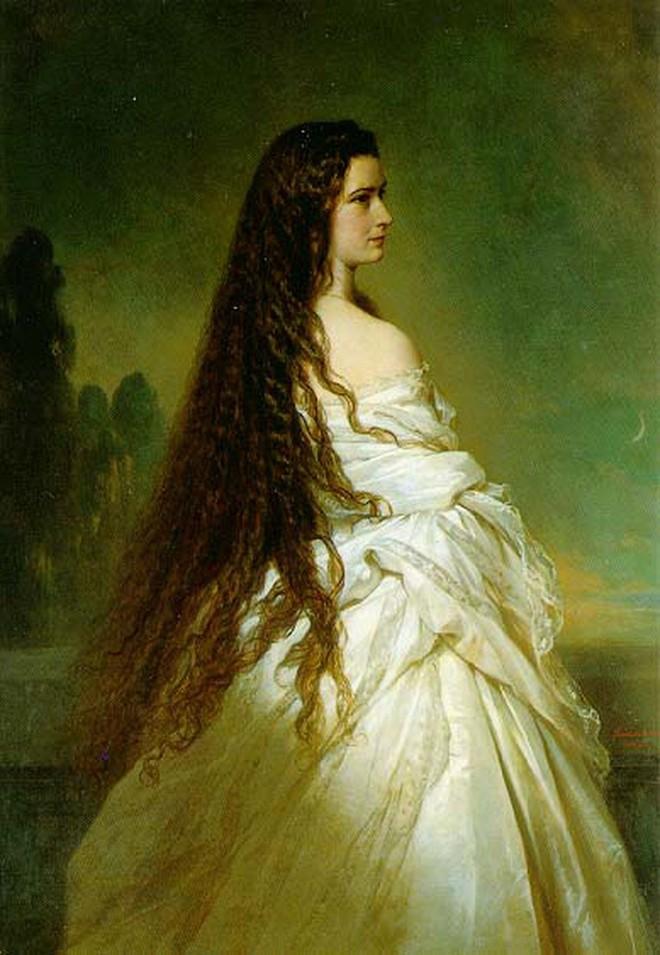 Nữ hoàng xinh đẹp nhất thế giới và chuyện làm đẹp ly kỳ: đắp mặt bằng thịt tươi, gội đầu bằng rượu, đi bộ 10 tiếng mỗi ngày - Ảnh 6.