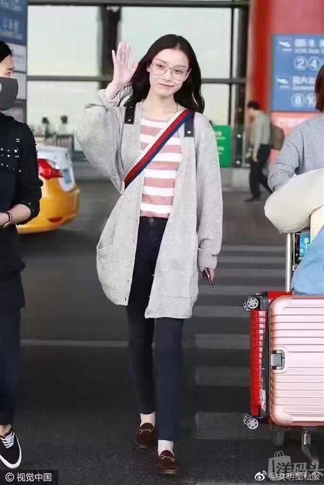 Cứ sang thu là 5 mẫu áo khoác quen thuộc này lại được loạt người đẹp Hoa ngữ lăng xê nhiệt tình - Ảnh 18.