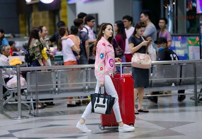 Ngọc Trinh khoe lưng trần mướt mắt ai nhìn cũng mê, Phạm Hương lại trung thành với style kín bưng suốt tuần qua - Ảnh 20.