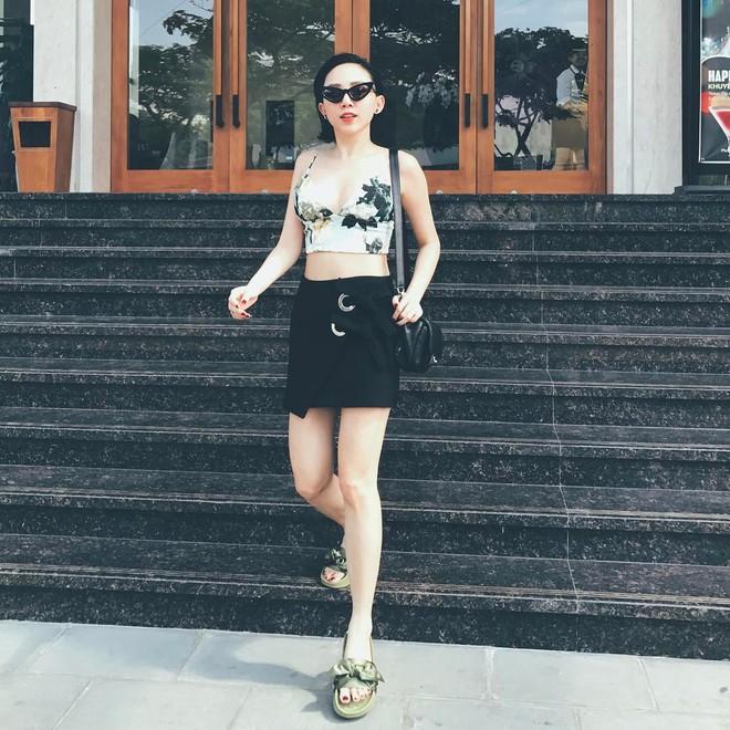 Ngọc Trinh khoe lưng trần mướt mắt ai nhìn cũng mê, Phạm Hương lại trung thành với style kín bưng suốt tuần qua - Ảnh 10.