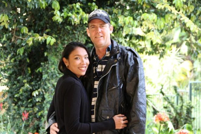 """Chồng Tây cầu hôn vợ Việt 6 lần, cùng bỏ việc nghìn đô lên """"rừng"""" sống không điện nước - Ảnh 6."""