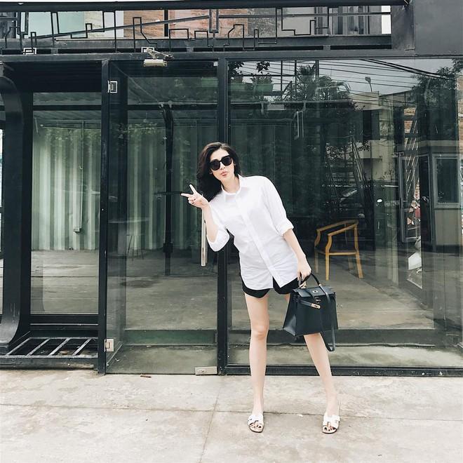 Ngọc Trinh khoe lưng trần mướt mắt ai nhìn cũng mê, Phạm Hương lại trung thành với style kín bưng suốt tuần qua - Ảnh 9.