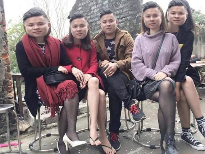 Hớn hở nhờ dân mạng chỉnh ảnh đang lên sàn cùng 4 cô gái gợi cảm, anh chàng này lại ngậm đắng vì bị troll - Ảnh 6.
