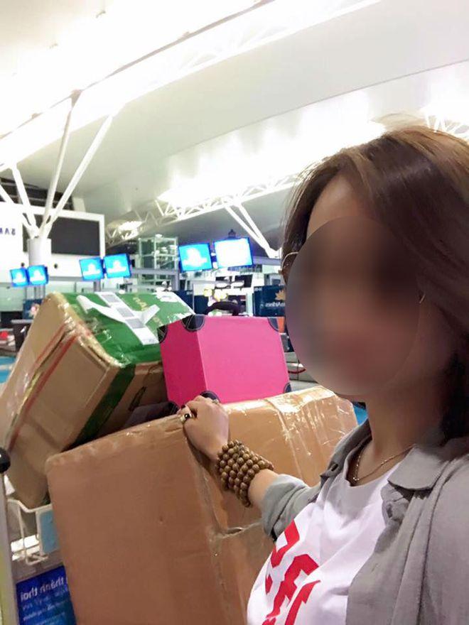 Bị phạt vì mang lố 19kg hành lý xách tay, cô gái còn quay clip tố hãng bay không tình nghĩa - Ảnh 2.